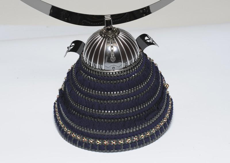 細密仕上げの筋兜の鉢に、ブロンズ小札に紺糸威しで仕上げた兜。 木目が綺... 15号伊達政宗ブロ